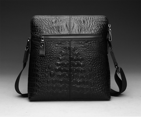 Mặt sau túi đựng iPad hàng hiệu CK vân cá sấu