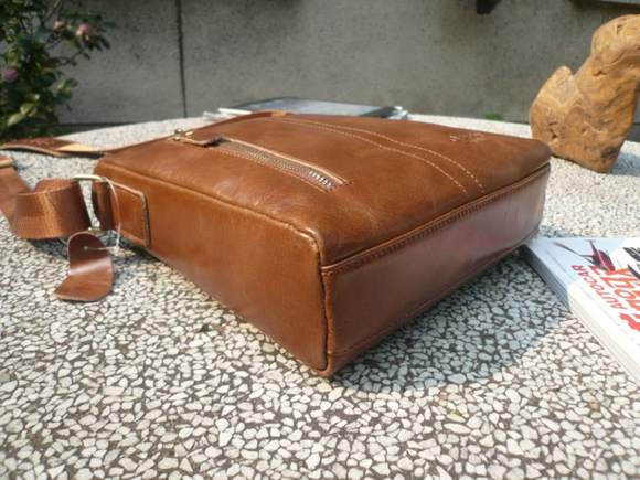 Túi xách giá rẻ có kiểu dáng vuông vắn, khỏe khoắn